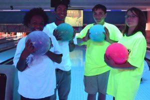 people glow bowling